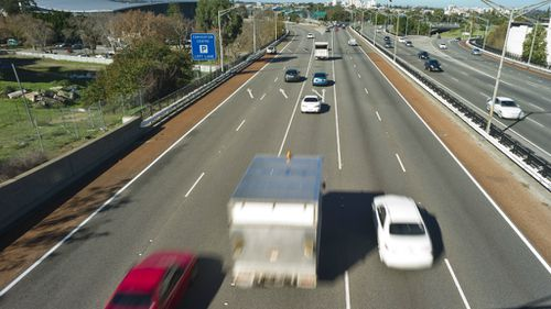 Western Australian drivers being forced to adapt to new merging rules on freeways