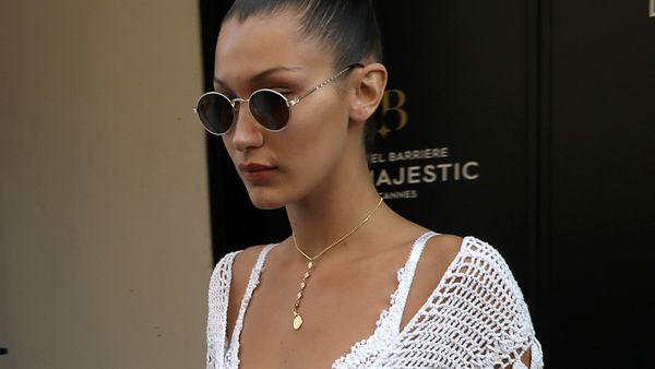 Bella Hadid's individual approach to a travel wardrobe. Image: Getty