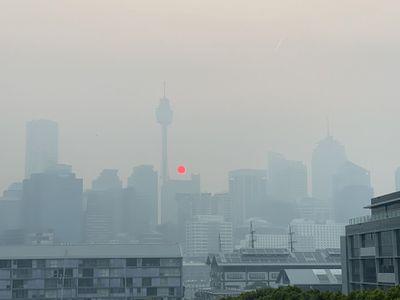 Smoke choking Sydney as bushfires rage