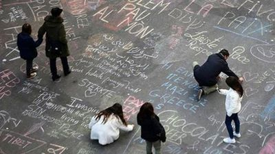 """Hundreds of <a href=""""http://www.9news.com.au/world/2016/03/23/05/34/coloured-messages-of-solidarity-flood-the-streets-of-brussels"""">chalk tributes</a> have been written in front of Brussel's Place de la Bourse. (Twitter)"""