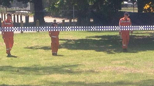 The SES are conducting a line search at the murder scene in Dandenong. (Laura Turner, 9NEWS)