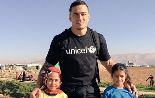 Sonny Bill Williams tweets graphic refugee images