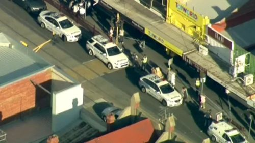 Five men are on the run after a jewellery store robbery in Elsternwick. (9NEWS)