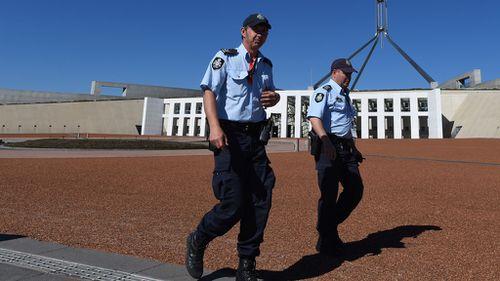 ISIL threatens Australia as Tony Abbott outlines anti-terror action