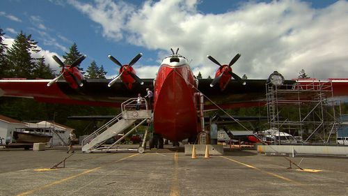 The aircraft is capable of carrying thousands of litres of fire retardant. (9NEWS)