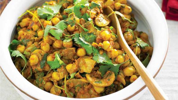 Chickpea, mushroom and spinach curry