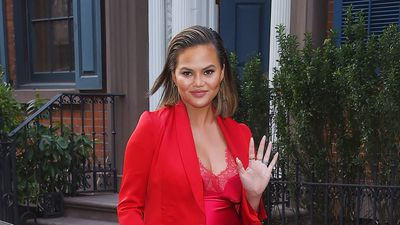 15 times Chrissy Teigen nailed pregnancy style