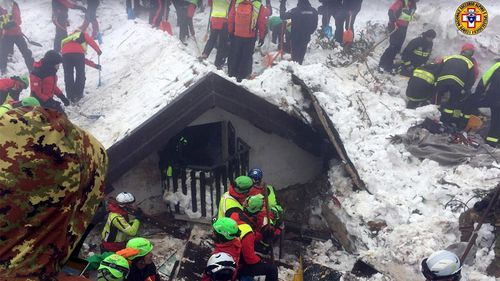 Volunteers and rescuers work in the area of the avalanche-struck Hotel Rigopiano. (AAP)