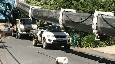 Crane collapses on ute in Crafers