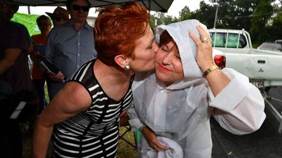 Labor MP cosy with Pauline Hanson at pre-polling station