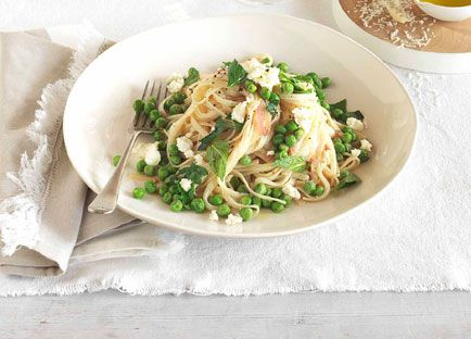 Spaghettini with peas, lemon and ricotta