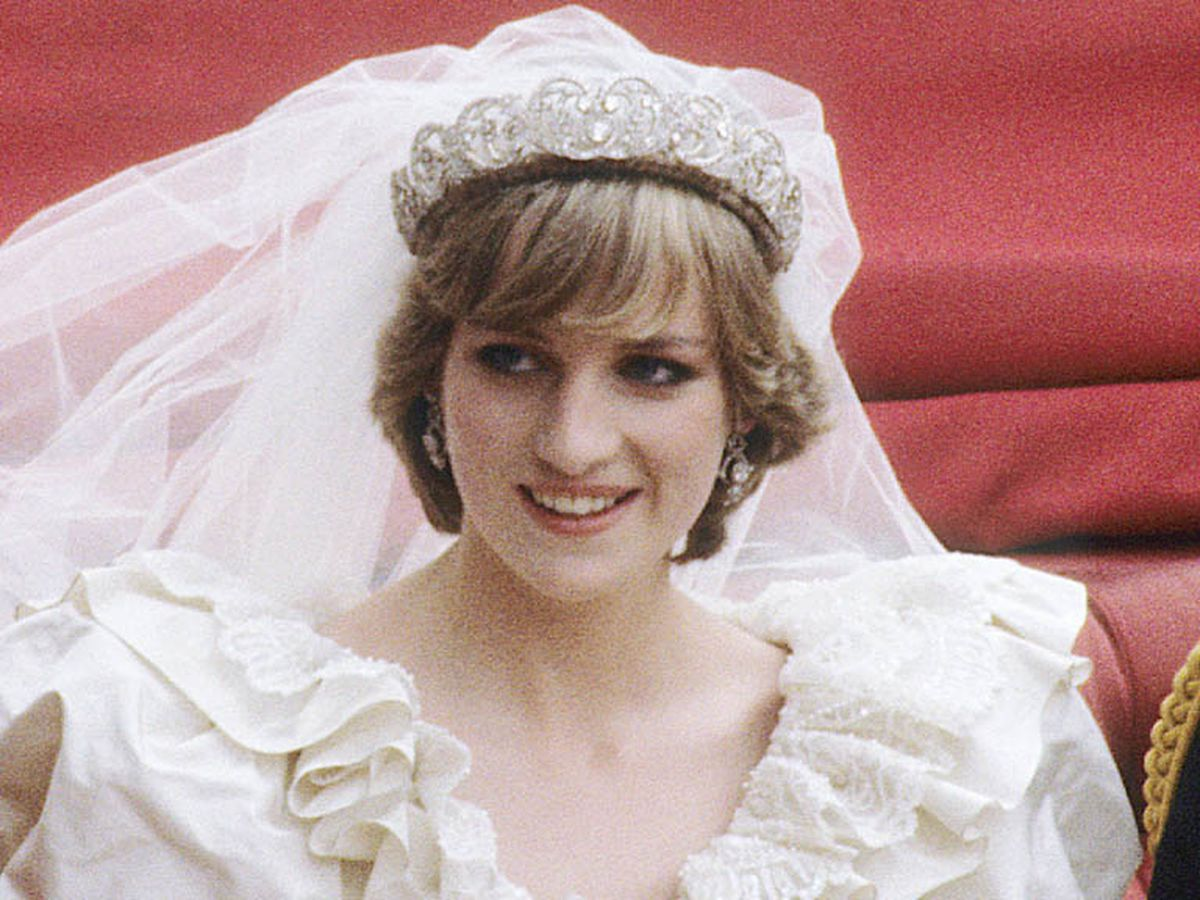 Diana S Wedding Tiara In Public For The First Time Since Her Death