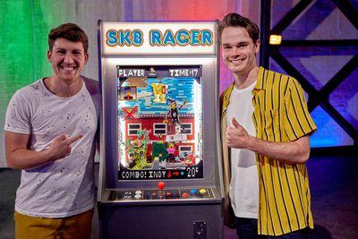 Sk8 Racer | 80s Arcade Challenge