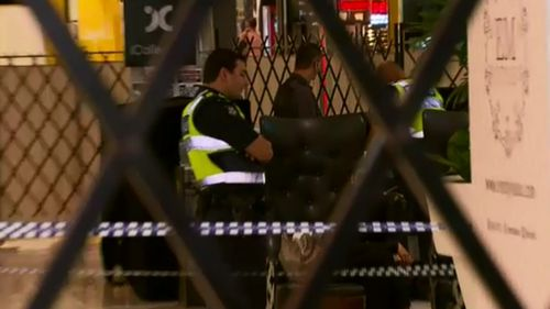 Police at outside The Beauty & Brow Parlour this morning. (9NEWS)