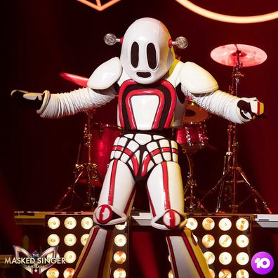 Cody Simpson as robot on The Masked Singer Australia