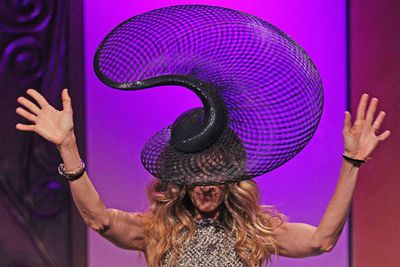 SJP's epic hat distracted everyone from the obvious horse jokes at the Melbourne Cup.