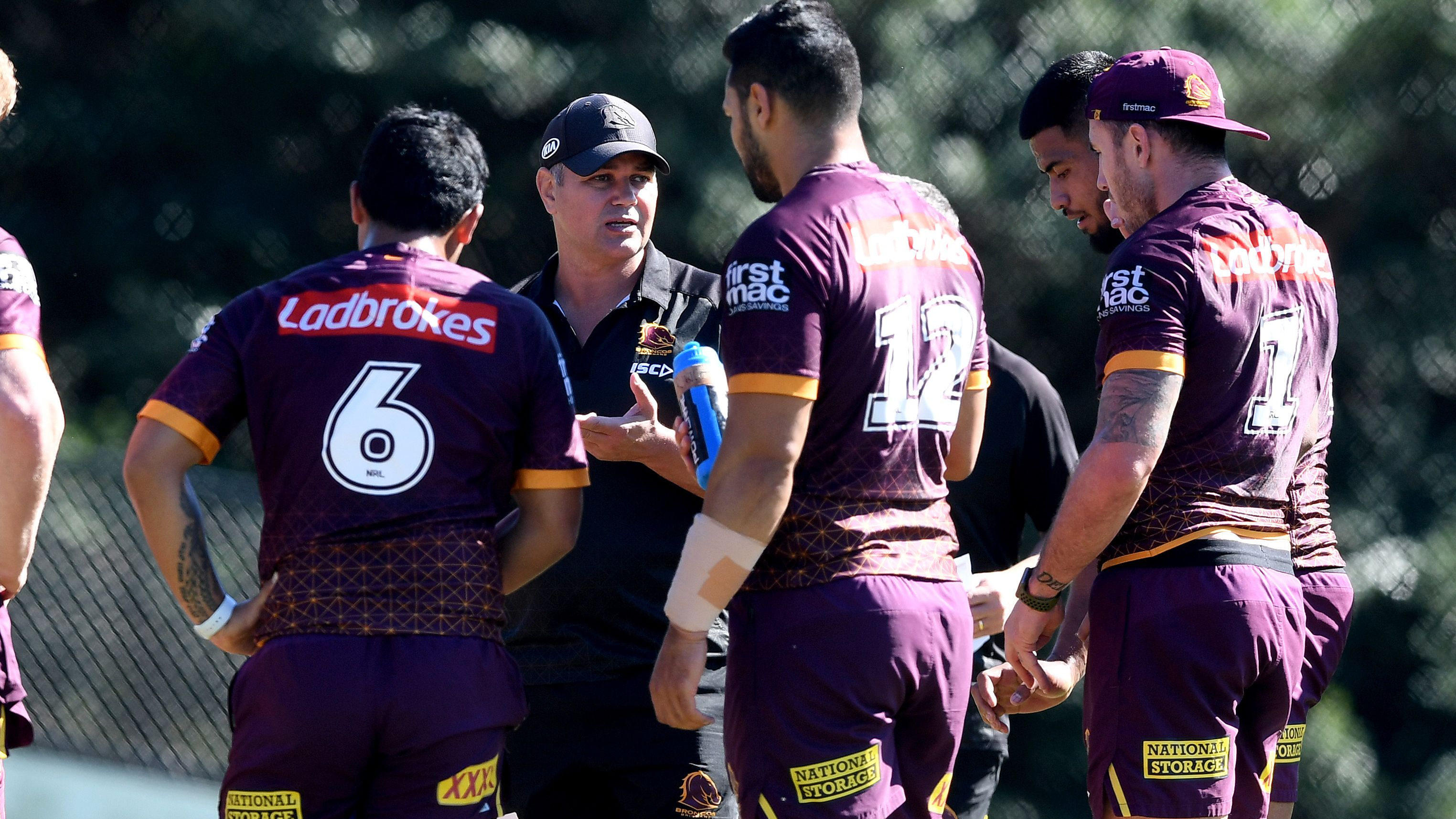 Anthony Seibold addresses Broncos players at training.