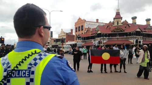 Protesters have taken to the streets in Kalgoorlie after the death of a 14-year-old boy. (Rebecca Johns/9NEWS)