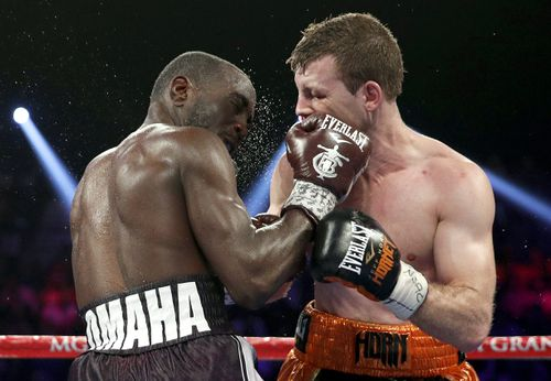 Terence Crawford and Jeff Horn battle it out. (AAP)