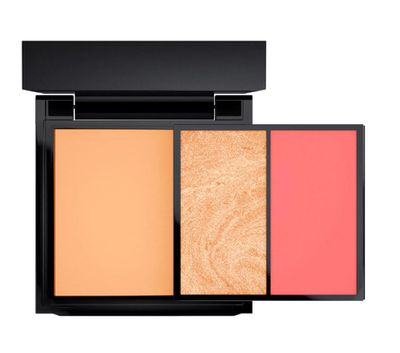 "<a href=""http://www.maccosmetics.com.au/product/13845/46220/products/makeup/face/face-kits/full-face-kit-moons-of-saturn"" target=""_blank"" draggable=""false"">M.A.C. Cosmetics Full Face Kit in Moons of Saturn, $85.</a>"