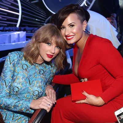 Demi Lovato v Taylor Swift