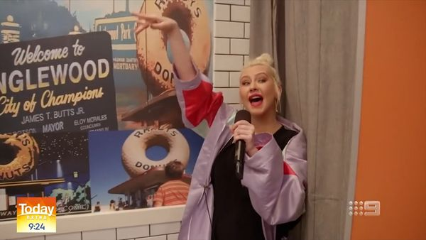 Christina Aguilera sings to donut customers