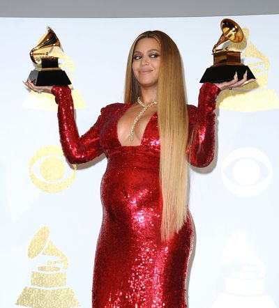 Sexy mamma: Beyonce with her grammys at the 59th Grammy Awards, 2017.