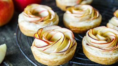 "Click through for&nbsp;<a href=""http://kitchen.nine.com.au/2016/05/20/10/18/amanda-michettis-kanzi-apple-pastry-rosettes"" target=""_top"">Amanda Michetti's Kanzi apple pastry rosettes</a>"