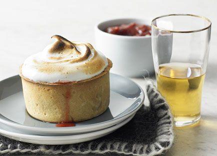 Little rhubarb meringue pies