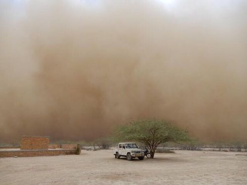 Dust storms roll through India as cyclone approaches