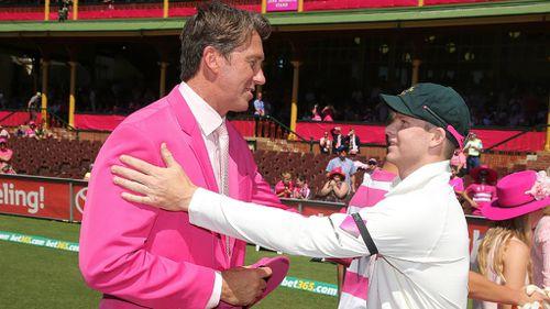 Glenn McGrath presents Steve Smith with a commemorative pink cap. (Getty)