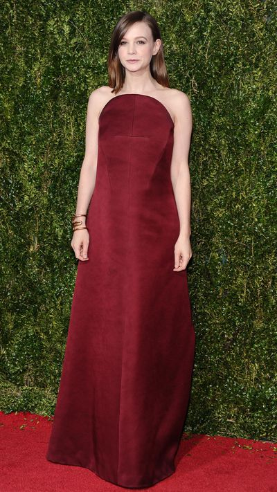 <p>Carey Mulligan gives new meaning to 'maternity chic' in Balenciaga at the Tony Awards.</p>