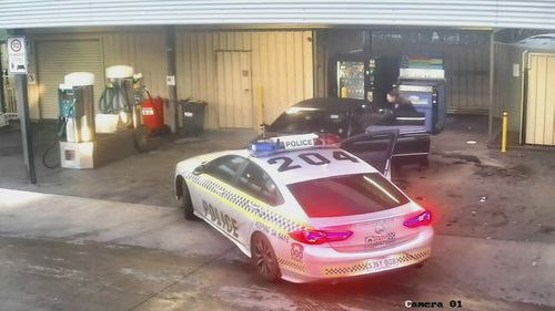 Police search for Adelaide pair after Mercedes rams police car