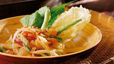 "<a href=""http://kitchen.nine.com.au/2016/05/16/19/41/david-thompson-green-papaya-salad-som-dtam-malakor"" target=""_top"">David Thompson's green papaya salad (Som dtam malakor)</a>"