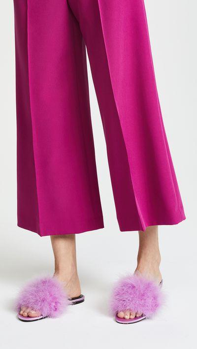 "<a href=""https://www.shopbop.com/chloe2-flat-slides-kendall-kylie/vp/v=1/1505925073.htm?folderID=13499&amp;fm=other-shopbysize-viewall&amp;os=false&amp;colorId=10705"" target=""_blank"" draggable=""false"">Kendall + Kylie Chloe2 Flat Slides in Light Purple, $164.05</a>"