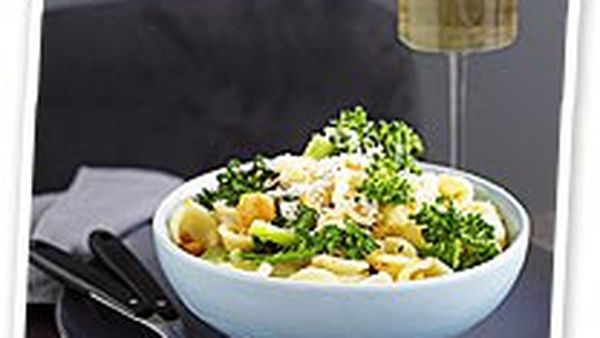 Pasta with broccolini and crispy breadcrumbs