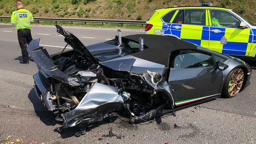 Um Lamborghini virou pedaços após sofrer falha mecânica, 20 minutos depois de ser comprado