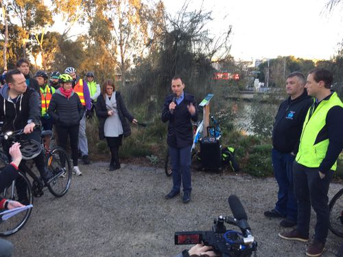 Mayor of Stonnington Steve Stefanopolous spoke prior to the 7am ride, calling for the removal of parking on Chapel Street. (Twitter: Bicycle Network)