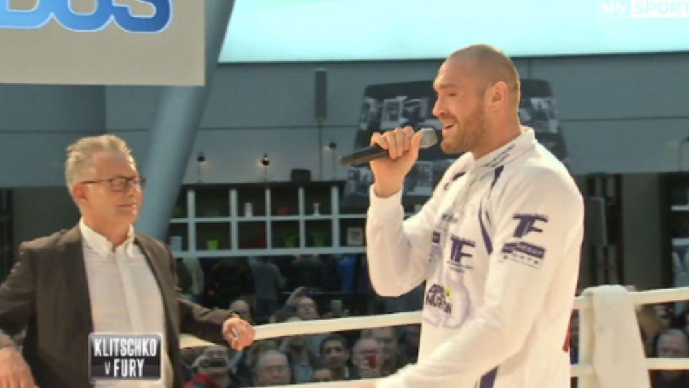 Tyson Fury serenades Wladimir Klitschko