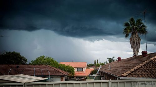 Storm clouds sweep in over Sydney. (James Tan)