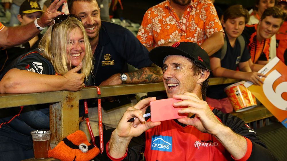 Brad Hogg accepts blame for Melbourne Renegades BBL loss but not because of fan autograph