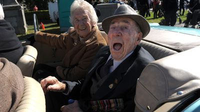 A veteran cheers as he makes his way towards the Shrine of Remembrance in Melbourne. (AAP)