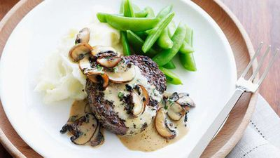 <strong>Pepper steaks with mushroom sauce and creamy mash</strong>