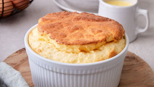 Goat's cheese souffle with cheesy sauce