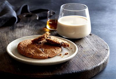 Fifth course: Crispy and chewy chocolate chip cookies with creamy creme de cacao cocktail