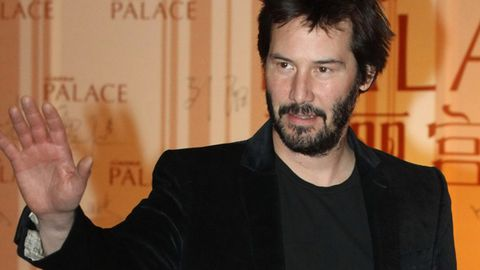 Watch: Keanu Reeves gives up his train seat for a lady