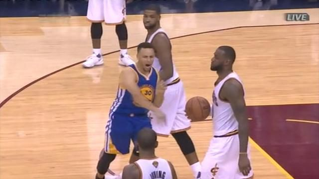 Curry ejected, throws mouthguard at fan