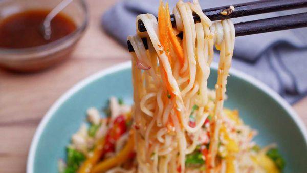 Mango chicken noodles salad by Jane de Graaff
