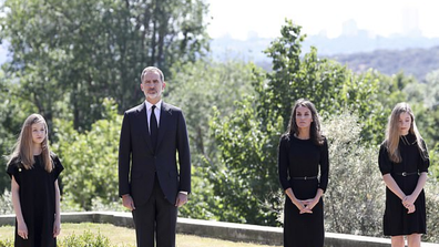The Spanish royal family pay tribute to coronavirus victims with a minute of silence.