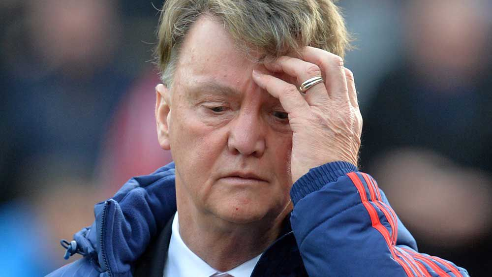Van Gaal on brink as Man Utd lose at Stoke